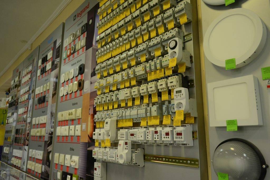 Реализуем розетки и выключатели
